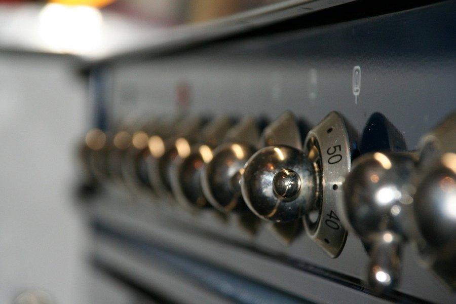Jak wyczyścić piekarnik? Najlepsze domowe metody oraz sposoby. Parowe czyszczenie piekarnika.