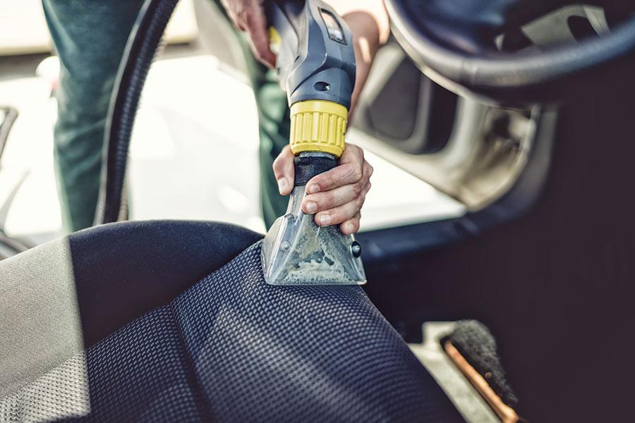 Pranie i czyszczenie tapicerek samochodowych w Gdyni